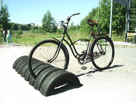 aparcamiento y apoya bicicletas