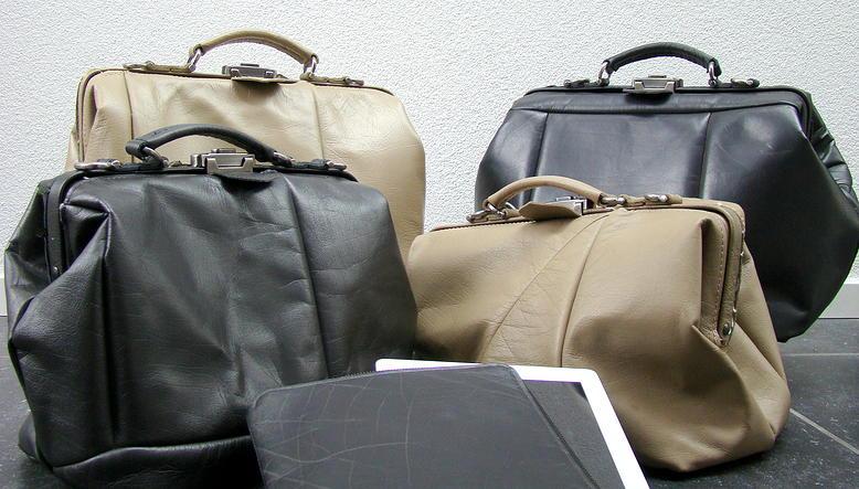 bolsos reciclados de tapicería de coche