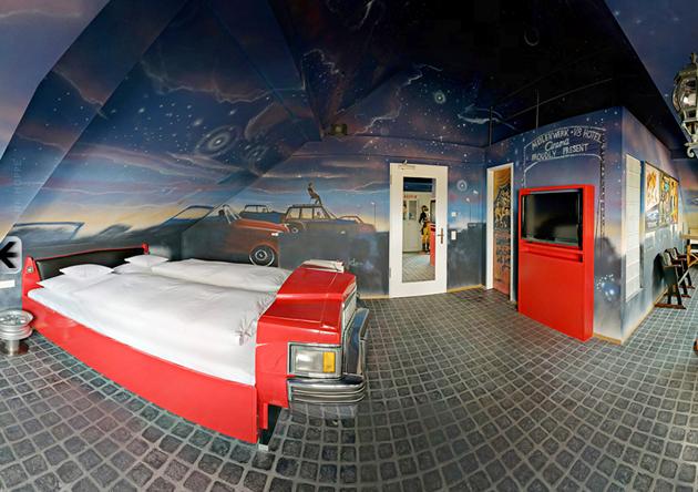 habitación ambientada en un autocine