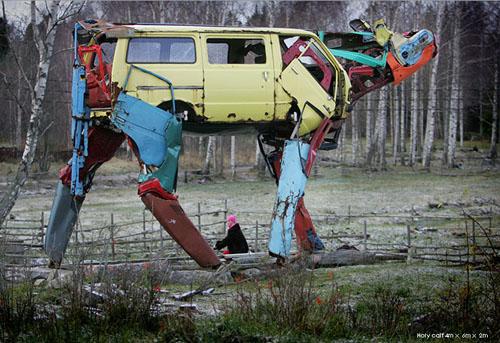 vacas realizadas con coches reciclados