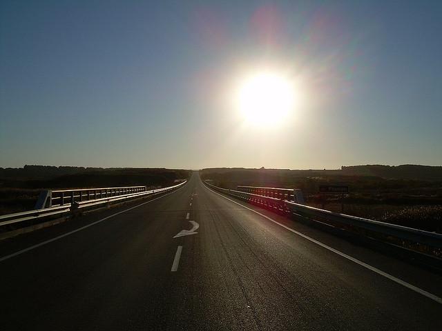 deslumbramientos en carretera por el sol
