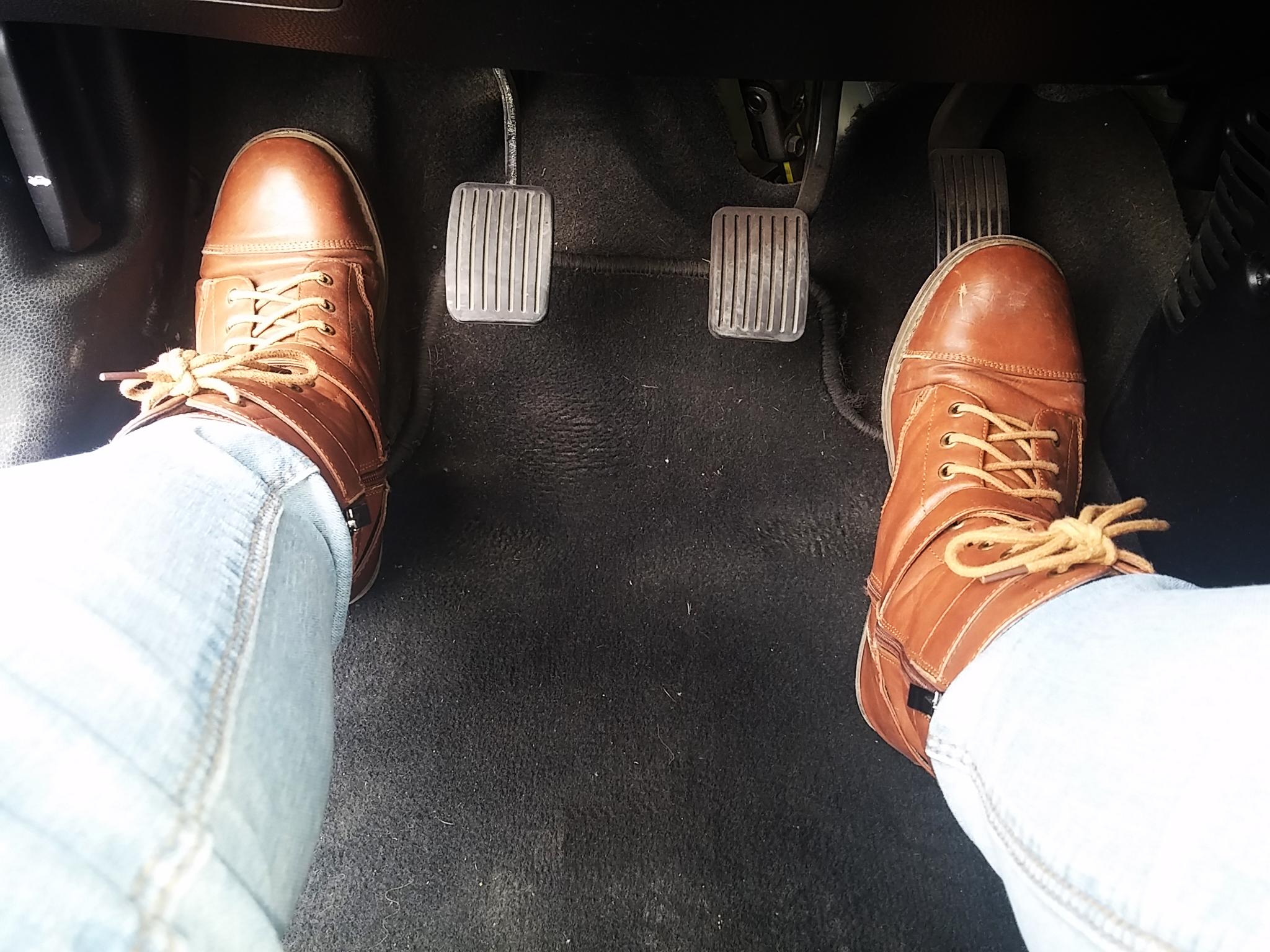 reposapiés pedales del coche