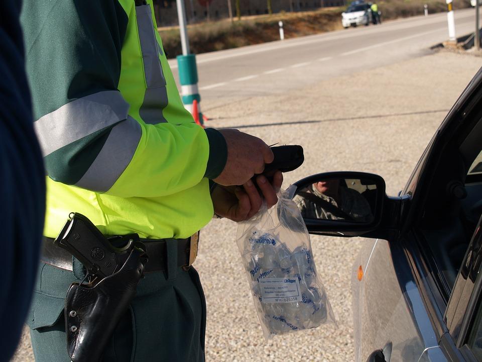 Cómo se realizan los controles de drogas, sanciones y multas